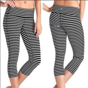 Athleta black and white stripe capri leggings